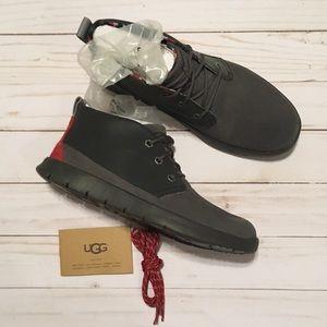 UGG NWT Kids Canoe Reflective Sneaker, Size 5Y